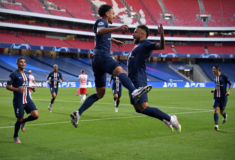 Los brasileños del PSG Thiago Silva, Marquinhos y Neymar después de un gol marcado contra Leipzig en la semifinal de la Champions League, el 18 de agosto de 2020 en Lisboa.