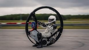 استعدادات لرقم قياسي جديد بواسطة دراجة كهربائية بعجلة واحدة
