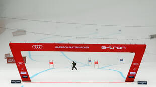 Fog-bound: Garmisch super-G postponed until Monday