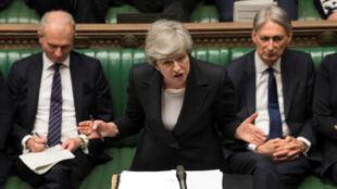La primera ministra británica, Theresa May, se dirige a los parlamentarios en la Cámara de los Comunes, en Londres, el 22 de mayo de 2019.