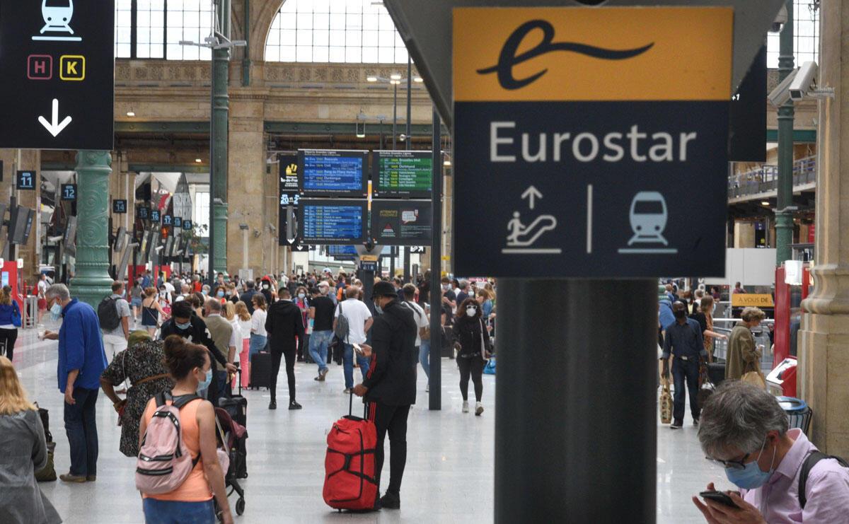 Le hall de la gare du Nord à Paris, le 14 août 2020, à la veille de l'entrée en vigueur d'une quarantaine à l'arrivée sur le sol britannique pour tous les voyageurs en provenance de France.