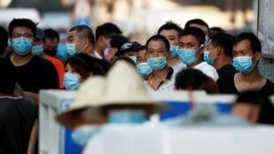 إغلاق سوق المأكولات البحرية في بكين بعد ظهور إصابات جديدة بفيروس كورونا. الصين 12 يونيو/حزيران 2020.
