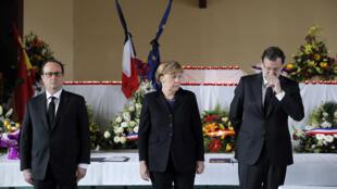 François Hollande, Angela Merkel et Mariano Rajoy rendent hommage aux victimes du crash Germanwings à Seyne-les-Alpes, le 25 mars 2015.