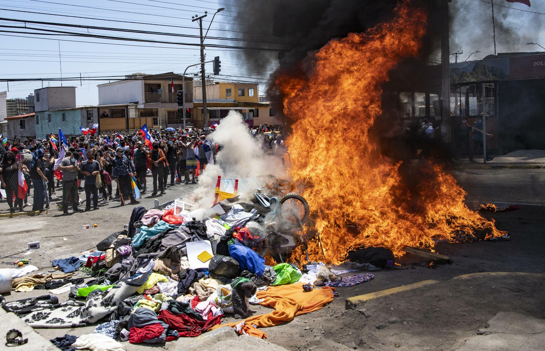 Fiscalía chilena abre investigación por violenta protesta contra venezolanos  en Iquique - France 24