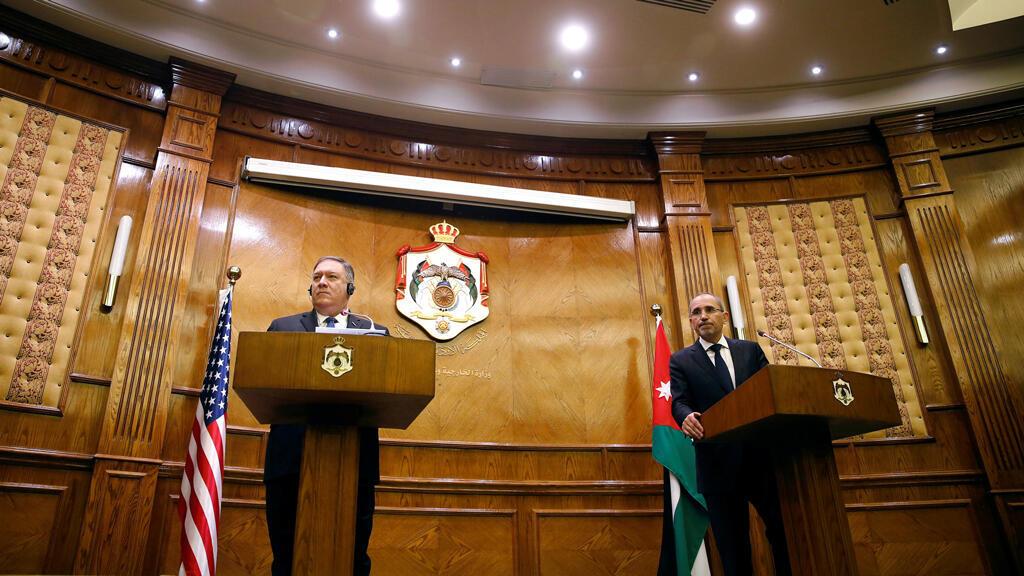 El secretario de Estado estadounidense, Mike Pompeo, asiste a una conferencia de prensa con el ministro de Relaciones Exteriores de Jordania, Ayman Safadi, en Amman, Jordania, el 8 de enero de 2019.