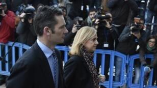 L'infante Cristina d'Espagne et son mari Iñaki Urdangarin devant le tribunal de Palma de Majorque, le 11 janvier 2016.