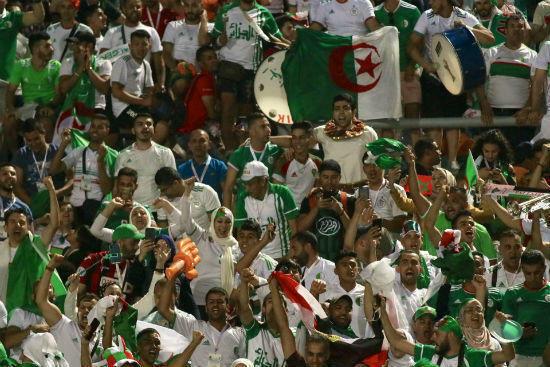 الجماهير الجزائرية تميزت بالحماسة الكبيرة خلال مؤازرة محاربي الصحراء