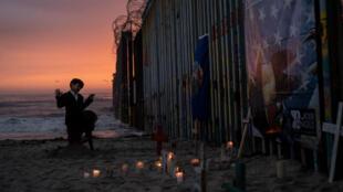 La frontière entre les États-Unis et le Mexique à la plage de Tijuana.