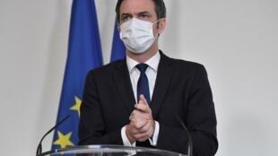 Le ministre de la Santé Olivier Véran lors d'une conférence de presse le 26 janvier 2021 à Paris