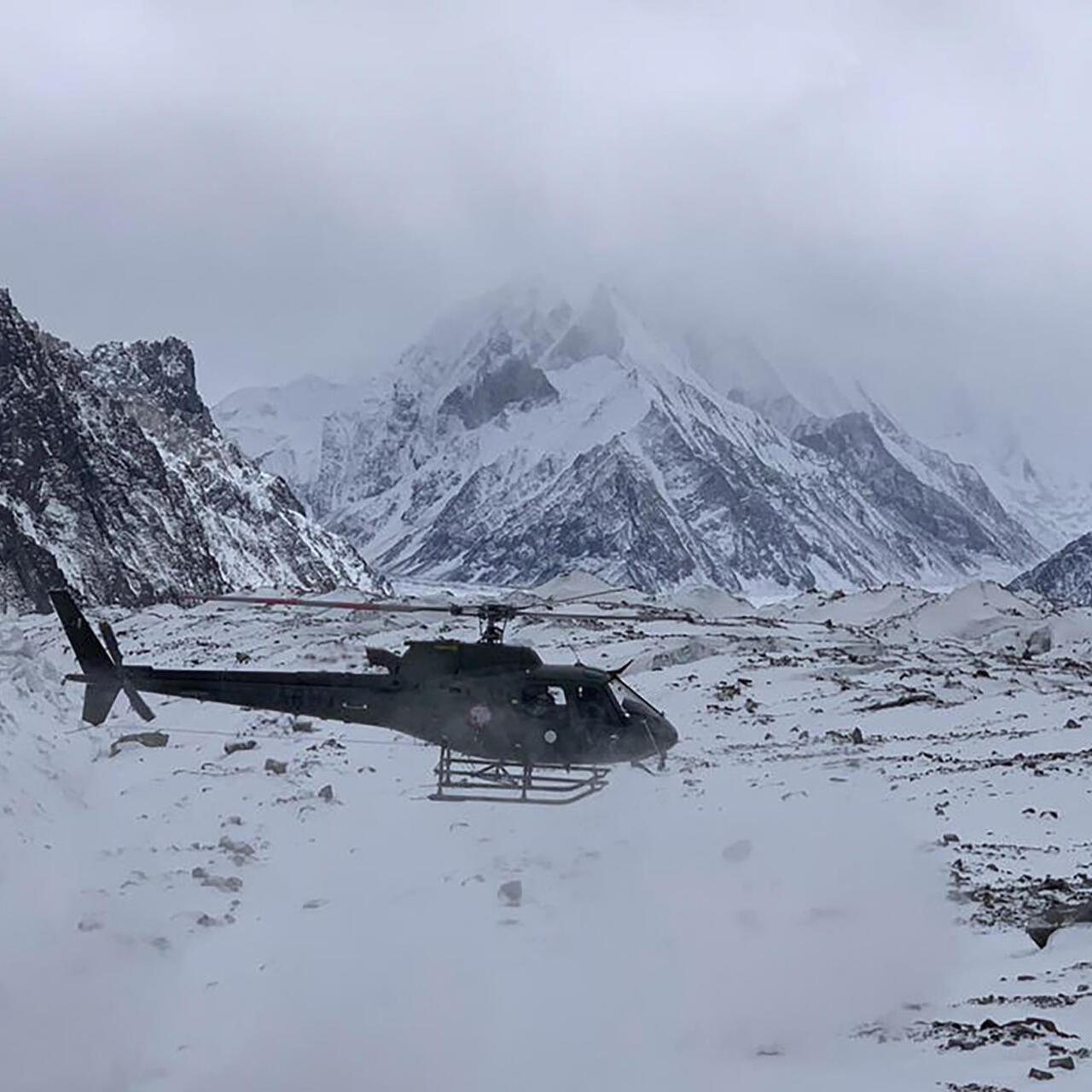 Resultado de imagen para dan por muertos a tres alpinistas desaparecidos en el K2 de pakistán