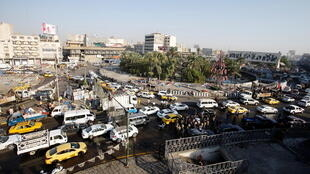 منظر عام لساحة التحرير حيث تزيل قوات الأمن العراقية الخيام المقامة في الميدان، وتعيد فتح جسر الجمهورية الرئيسي، في بغداد، العراق، 31 أكتوبر/ تشرين الأول 2020.