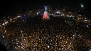 Miles de personas se movilizan en la Plaza de la República contra el antisemitismo, en París, el 19 de febrero de 2019.