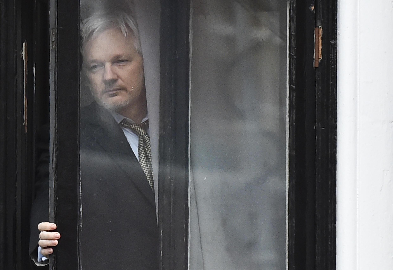 El fundador de WikiLeaks  Julian Assange en la embajada de Ecuador en Londres, el 5 de febrero de 2016