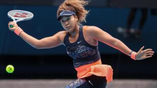 La tenista japonesa Naomi Osaka durante un partido contra la española Garbiñe Muguruza en el Abierto de Australia en Melbourne, el 14 de febrero de 2021