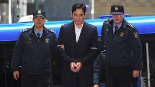 Lee Jae-yong arrive pour être entendu par le procureur qui enquête sur un vaste scandale de corruption, à Séoul, le 22 février 2017.