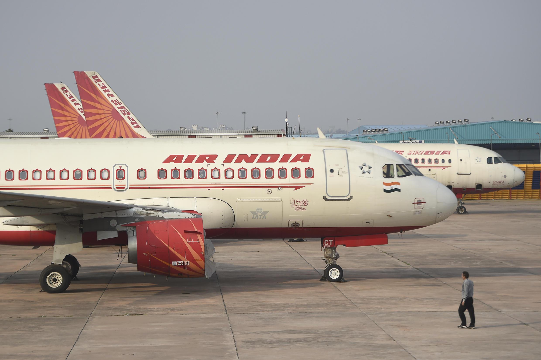 """Un avion de ligne de la compagnie Air India Express a quitté la piste et s'est """"brisé en deux"""" lors de son atterrissage à Kozhikode dans le sud de l'Inde, le 7 août 2020."""