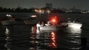 البحث عن الناجين بعد غرق مركب سياحي في النيل في 23 تموز/يوليو 2015
