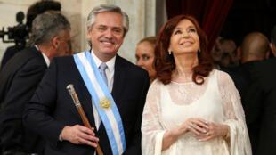 Alberto-Fernandez-y-CFK-posesion-retos-Reuters