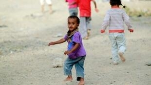 أطفال يلعبون في أحد شوارع صنعاء في 15 حزيران/يونيو 2016