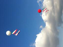 Lâcher de ballons aux couleurs des deux pays dans le ciel de Beyrouth - Photo : Pamela Kesrouani