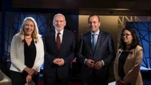 Le débat de France 24 opposait la tête de liste du PPE Manfred Weber (à gauche) à Frans Timmermans, chef de file du PSE.