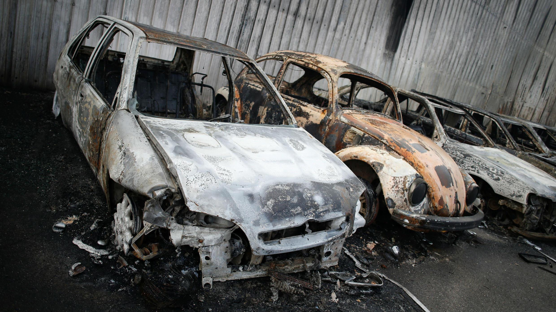 Automóbiles quemados en Penacova, en el centro de Portugal.