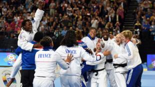 L'équipe de France de judo lors des championnats d'Europe à  Montpellier, le 27 avril 2014.