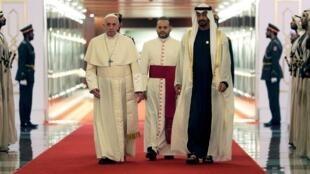 ولي عهد أبو ظبي محمد بن زايد آل نهيان يستقبل البابا فرنسيس في أبو ظبي 3 فبراير/ شباط 2019