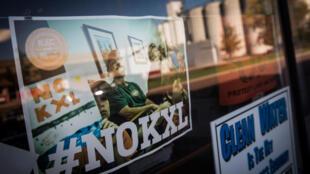 Des pancartes contre l'oléoduc Keystone XL affichées dans un magasin, le 11 octobre 2014 à Polk, Nebraska, Etats-Unis