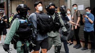 اشتباكات بين الشرطة والمتظاهرين في هونغ كونغ احتجاجا على مشروع الأمن القومي