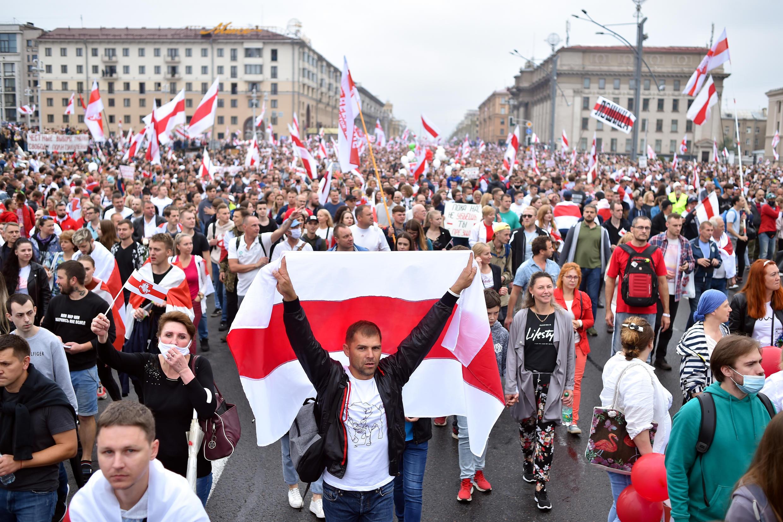 Des manifestants place de l'Indépendance à Minsk, le 23 août 2020.