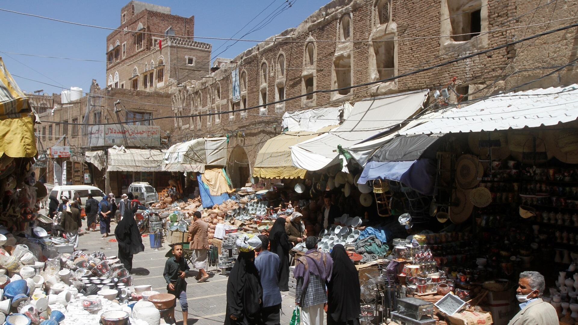 سوق شعبية بالعاصمة اليمنية صنعاء، 9 أبريل/نيسان 2020.