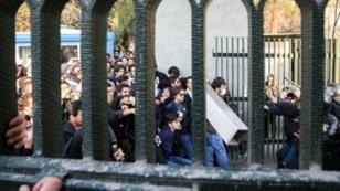 تظاهرات مناهضة للحكومة أمام جامعة طهران - 30 كانون الأول/ديسمبر 2017