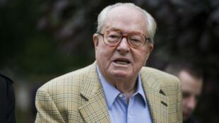 Le président d'honneur du Front national, Jean-Marie Le Pen, aurait eu un compte caché en Suisse, selon Mediapart.