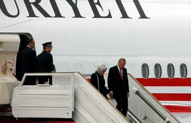 El presidente de Turquía, Tayyip Erdogan y su esposa Emine Erdogan llegan antes de la cumbre de líderes del G20 en Buenos Aires, Argentina, 29 de noviembre de 2018.