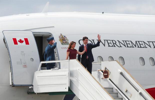 El primer ministro de Canadá, Justin Trudeau, y su esposa, Sophie Gregoire Trudeau, llegan antes de la cumbre de líderes del G20 en Buenos Aires, Argentina, 29 de noviembre de 2018.
