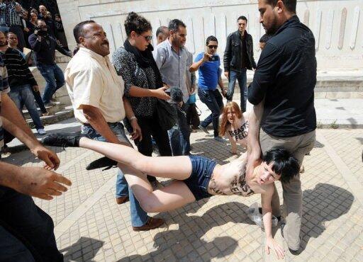 L'arrestation des trois Femen, le 29 mai