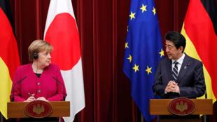 La Canciller de Alemania, Ángela Merkel y el primer ministro de Japón, Shinzo Abe en conferencia de prensa en Tokio, en la que dieron detalles de la agenda de trabajo y planes para reforzar las relaciones entre Alemania y Japón. 4 de febrero de 2019.