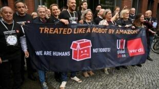 Des syndicalistes d'Amazon de 15 pays différents manifestent à Berlin, le 29 avril 2019