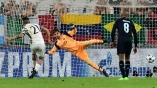 إيكر كاسياس خلال مباراته 175 في منافسات الاتحاد الأوروبي لكرة القدم.