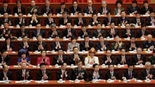 2.227 delegados de diferentes regiones de China asisten al XIX Congreso del Partido Comunista.