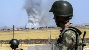 Des soldats turcs près de la frontière avec la Syrie, le 25 juin 2015.