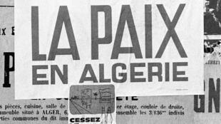 Affiche placardée dans les rues d'Alger au lendemain des accords signés à Évian, le 19 mars 1962.