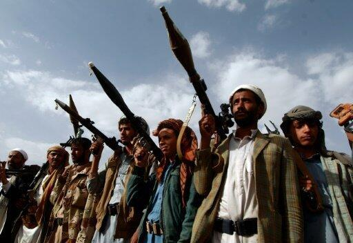 مسلحون من القبائل الموالية للحوثيين خلال تجمع في صنعاء في 20 حزيران/يونيو 2016