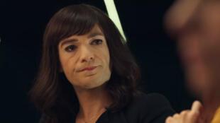 """Jonathan Lambert en Carine Wang dans le film """"L'Idéal"""" de Frédéric Beigbeder, au cinéma le 15 juin 2016."""