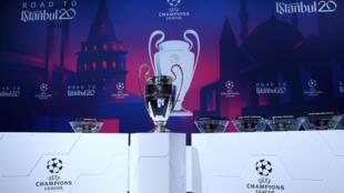 Le trophée de la Ligue des champions, le 16 décembre 2019, à Nyon, en Suisse, lors du tirage au sort des 8es de finale.