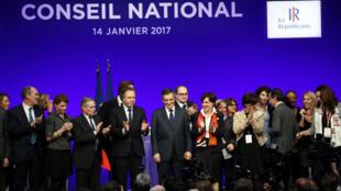 François Fillon a officiellement été investi candidat de la droite et du centre à l'élection présidentielle lors du conseil national des Républicains, le 14 janvier 2017, à Paris.