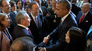 Cuban President Raul Castro and US President Barack Obama shaking hands, moments before the opening ceremony of the VII Americas Summit in Panama City on April 10