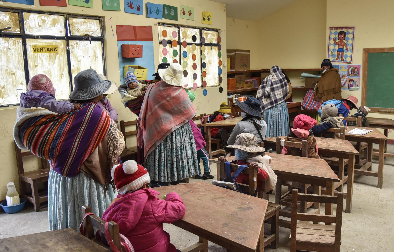 Primera semana de clases presenciales en la escuela Ladislao Cabrera, en la comunidad de Machacamarca, a 60 km de La Paz, Bolivia, el 19 de febrero de 2021