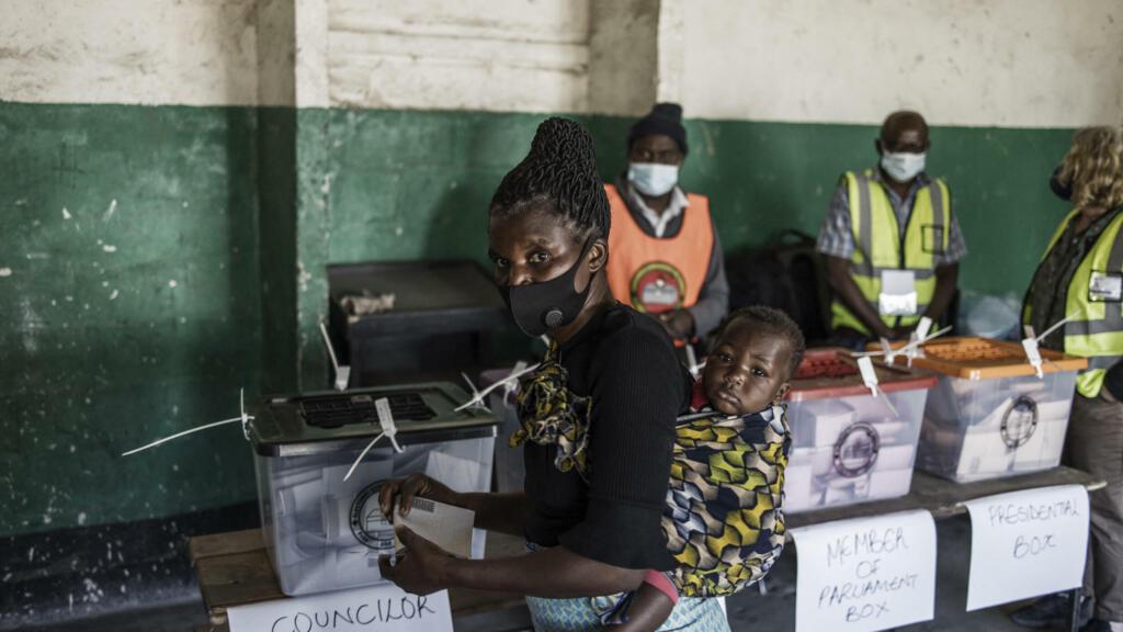 Les Zambiens mobilisés pour élire leur président, le scrutin s'annonce serré